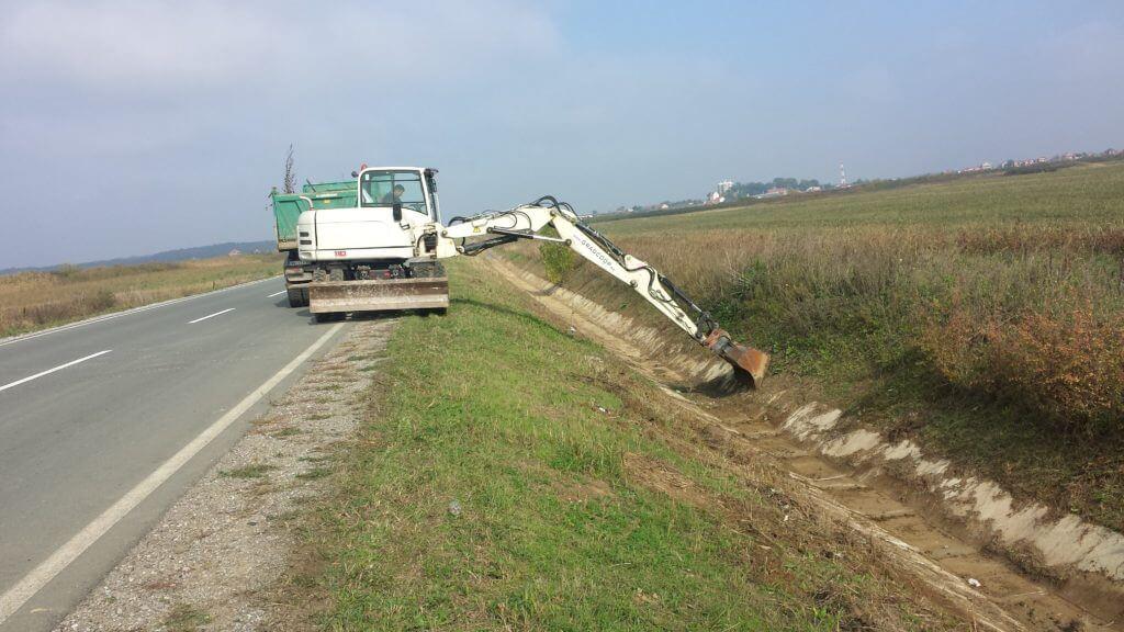 Čišćenje kanala duž puteva